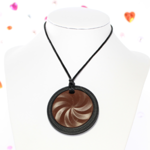 Chocolat Biscuit Chewy Pendant
